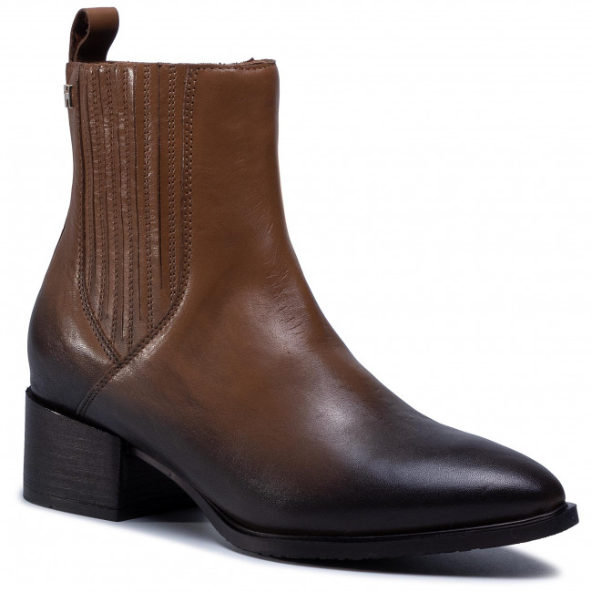 Polokozačky TOMMY HILFIGER - Shaded Leather Flat Boot FW0FW05173 Natural Cognac GTU