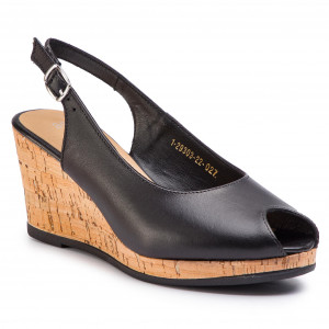 680787aca Sandály CLARKS - Henderson Luck 261174724 Off White Leather ...